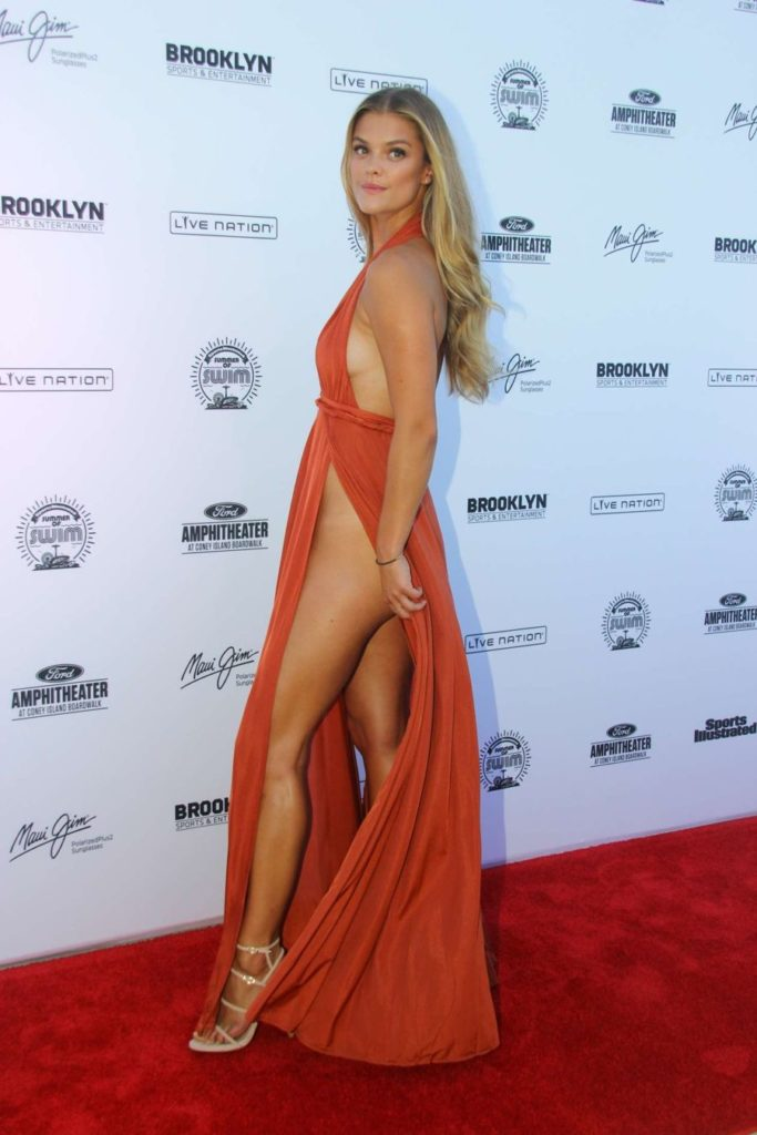 Nina-Agdal-Ditches-Underwear-and-Bra-for-Swim-Concert (3)